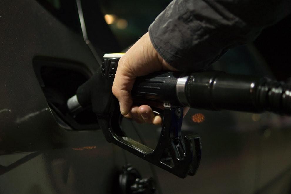 Gasolinas en RD bajan más de dos pesos, otros combustibles suben ligeramente