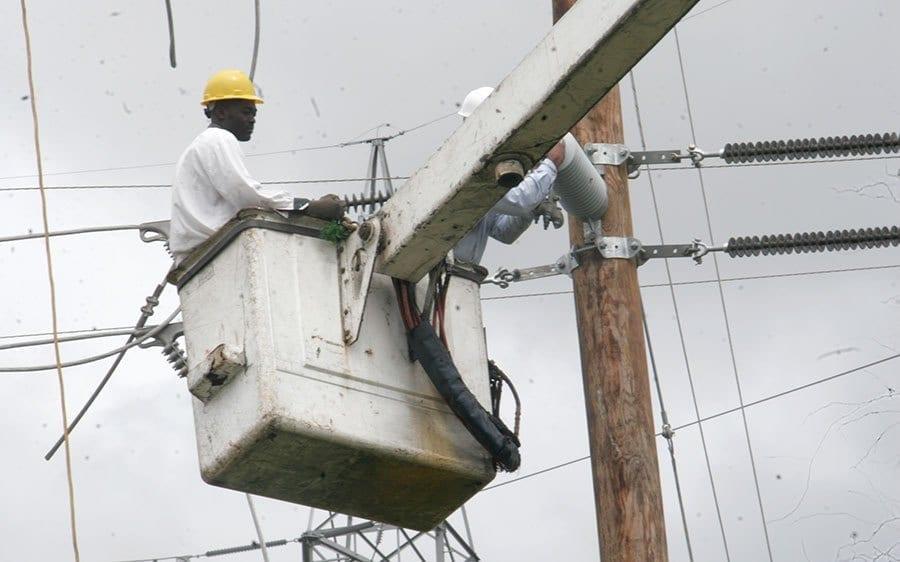EdeEste informa continuará el déficit energético por salida de varias plantas