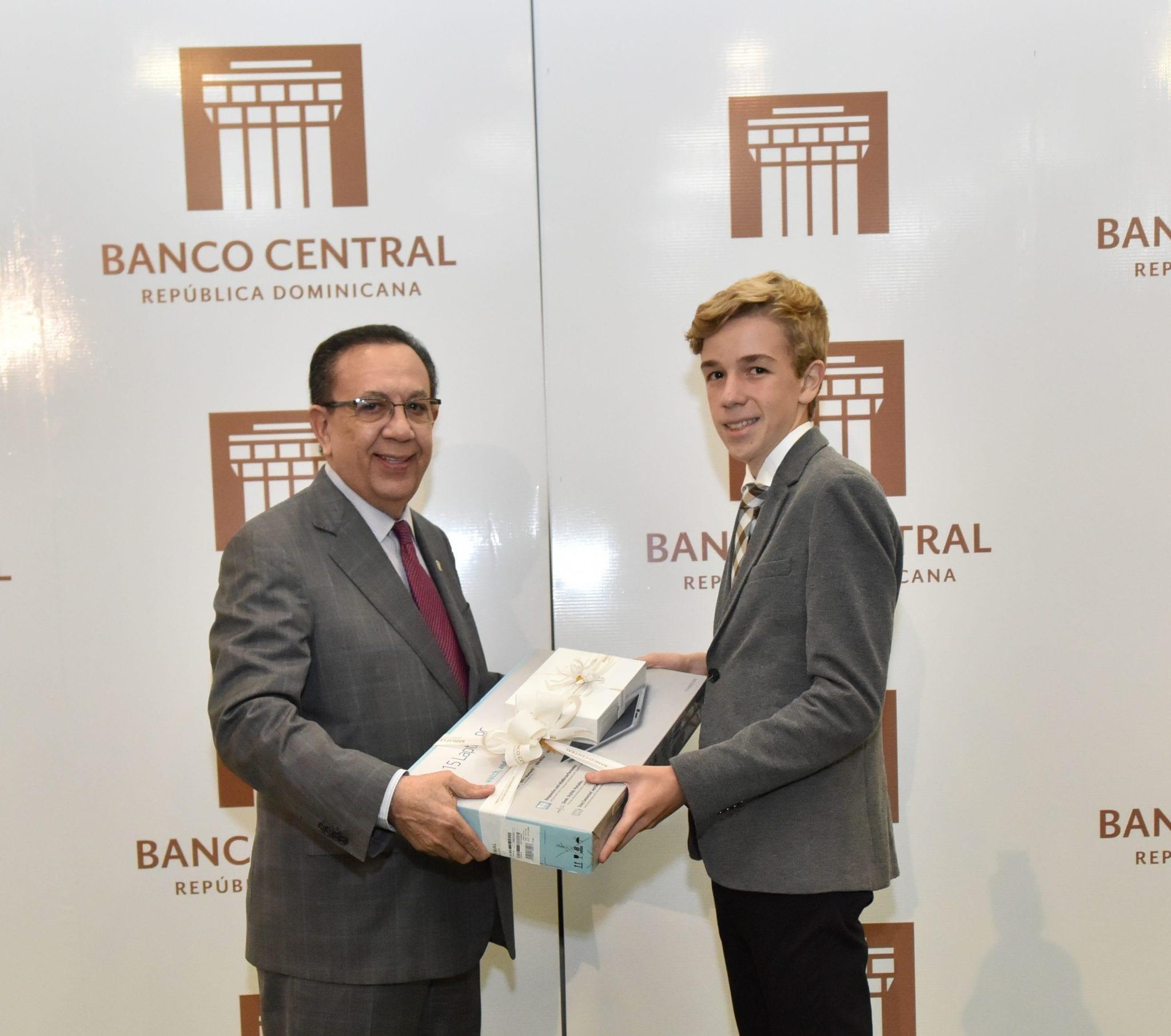"""Banco Central Rep. Dom. entrega los premios """"Máxima excelencia estudiantil 2019"""""""