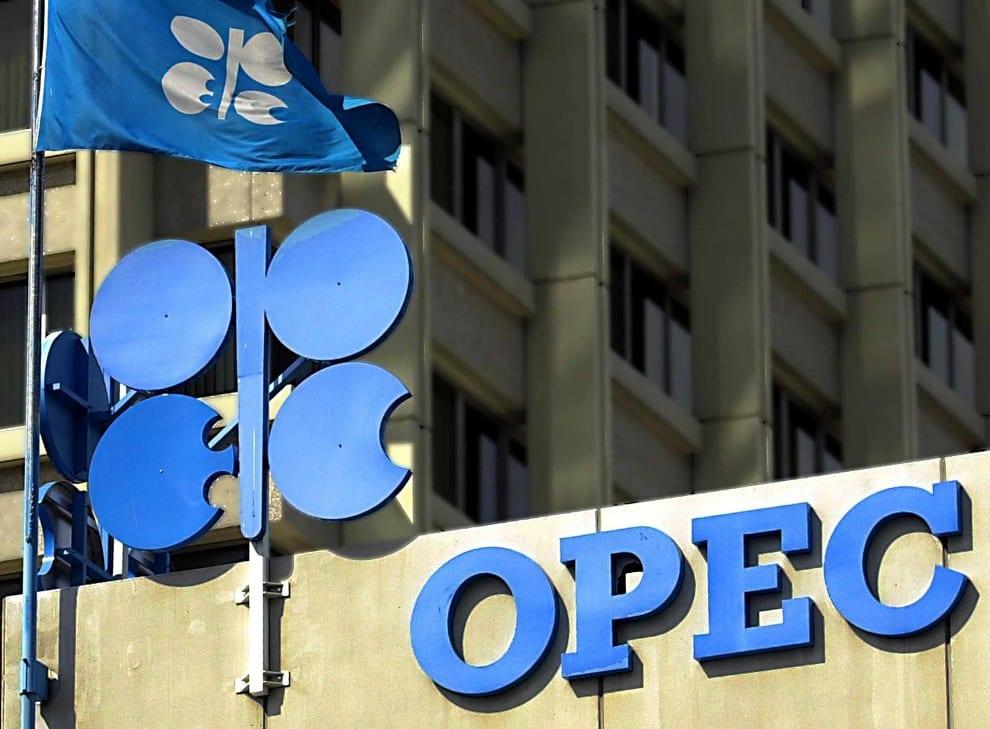 La OPEP+ cumplió en un 102% su recorte de oferta y dice que puede bajar más