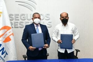 INTRANT y Seguros Reservas firman acuerdo a favor de la movilidad segura y sostenible en RD