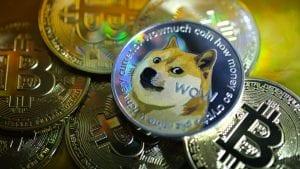 Bitcoin y acciones meme: ¿Invierto o no?