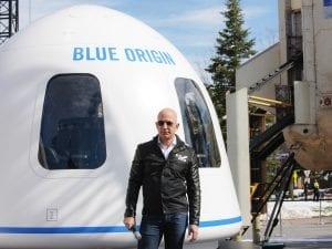 Pagan 28 millones de dólares para viajar al espacio con Jeff Bezos