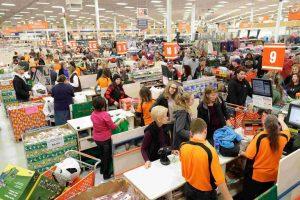 El gasto de los consumidores de EE.UU. sube con fuerza en junio; la inflación aumenta